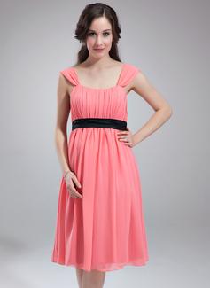 Empire Scoop Neck Knee-Length Chiffon Maternity Bridesmaid Dress With Ruffle Sash (045004382)