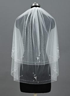 Kaksitasoinen Kyynärpää huntu jossa Helmillä koristeltu reuna (006052962)
