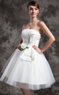 A-Line/Princess Strapless Knee-Length Tulle Wedding Dress With Ruffle Bow(s) (002024070)