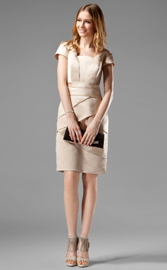 Forme Fourreau Encolure carrée Longueur genou Satiné Robes style Kate Middelton avec Plissé (044020783)