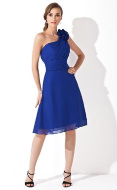 A-linjainen/Prinsessa Yksiolkaiminen Polvipituinen Sifonki Morsiusneitojen mekko jossa Rypytys Kukka(t) (007021111)
