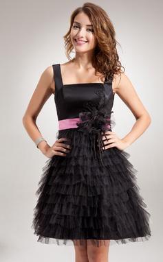 Vestidos princesa/ Formato A Decote quadrado Curto/Mini Charmeuse Tule Vestido de boas vindas com Cintos Apliques de Renda fecho de correr Babados em cascata (022016390)