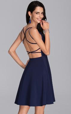 Corte A Decote V Curto/Mini Crepe Elástico Vestido de boas vindas (022206534)