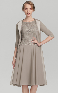 A-Line/Princess Scoop Neck Knee-Length Chiffon Lace Mother of the Bride Dress (008131926)