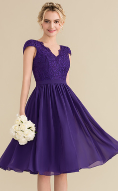 A-Line/Princess V-neck Knee-Length Chiffon Lace Homecoming Dress (022165785)