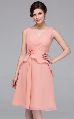 A-Line/Princess V-neck Knee-Length Chiffon Bridesmaid Dress With Flower(s) Cascading Ruffles (007037196)