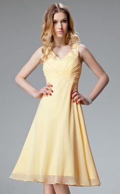 A-Line/Princess V-neck Knee-Length Chiffon Bridesmaid Dress With Ruffle (007051860)