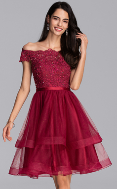 A-Line Off-the-Shoulder Knee-Length Tulle Homecoming Dress With Beading Sequins (022206549)