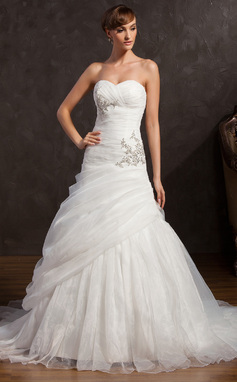 A-Line/Princess Sweetheart Chapel Train Organza Wedding Dress With Ruffle Beading Sequins (002015159)