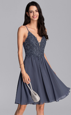 A-Line V-neck Knee-Length Chiffon Homecoming Dress With Beading Sequins (022206536)