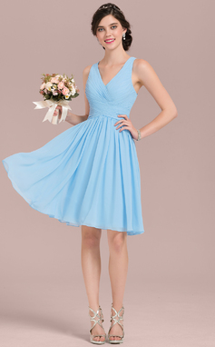 A-Line/Princess V-neck Knee-Length Chiffon Homecoming Dress With Ruffle (022165800)