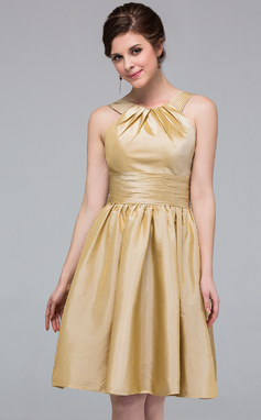 A-Line/Princess Scoop Neck Knee-Length Taffeta Bridesmaid Dress With Ruffle (007037290)