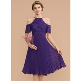 A-Line Scoop Neck Knee-Length Chiffon Lace Bridesmaid Dress With Pleated (007165864)