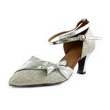 Mulher Imitação de couro Espumante Glitter Saltos Bombas Moderno com Do bowknot Correia de Calcanhar Sapatos de dança (053013370)