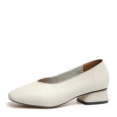 Женщины PU Устойчивый каблук Закрытый мыс обувь (085150498)