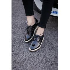 Женщины Кожа из микроволокна Вид каблука Закрытый мыс Танкетка с Шнуровка обувь (086134600)