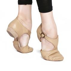 Женщины Натуральня кожа На плокой подошве Джаз Обувь для танцев (053121379)