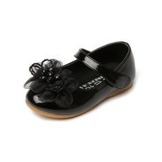 Kinderen Patent Leather Flat Heel Closed Toe Flats met strik (047094181)