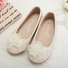 Fille de Bout fermé similicuir talon plat Chaussures plates Chaussures de fille de fleur avec Perle d'imitation Une fleur (207095568)