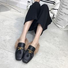 Женщины PU Плоский каблук На плокой подошве Закрытый мыс Босоножки с Цепь мех обувь (086141377)