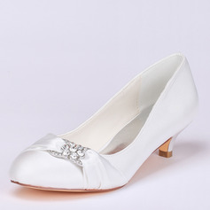 Vrouwen Satijn Kitten Hak Closed Toe Pumps met Strass (047113556)