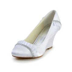 Vrouwen Satijn Wedge Heel Closed Toe met Bergkristal Ruched (047034343)