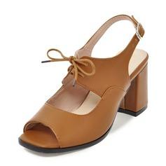 Mulheres Couro Salto robusto Sandálias Bombas Peep toe Sapatos abertos com Fivela Aplicação de renda sapatos (085167129)