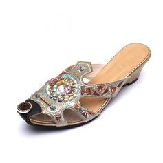 Konstläder Kilklack Sandaler Tofflor med Pärlbrodering skor (087056686)