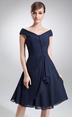 A-linjainen/Prinsessa Off--Shoulder Polvipituinen Sifonki Morsiamen äiti-mekko jossa Laskeutuva röyhelö (008006013)